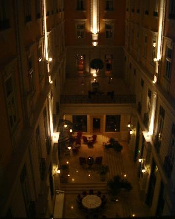 Corinthia Hotel Budapest: Atrium