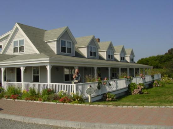 Rose Farm Inn: The newer building