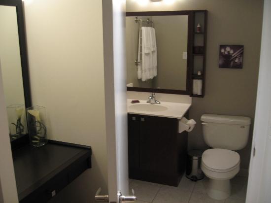 Pantages Hotel Toronto Centre: Bath