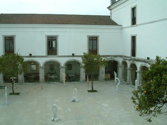 Pousada de Palmela Historic Hotel: Courtyard
