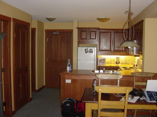 Horstman House: Kitchen & dining area in 1 BR unit