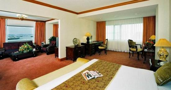 Halong Plaza Hotel: The hotel room