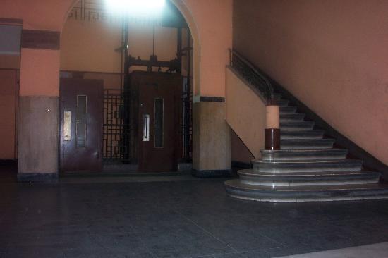Garden City House: Entrance
