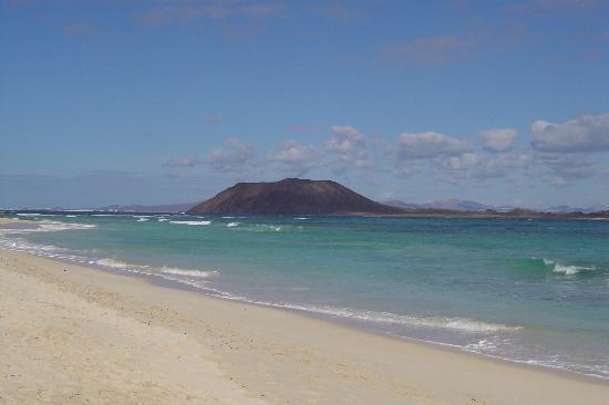 Gran Hotel Atlantis Bahia Real : Looking from Fuerteventura towards the