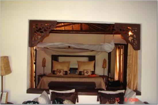The Palms: villa bedroom