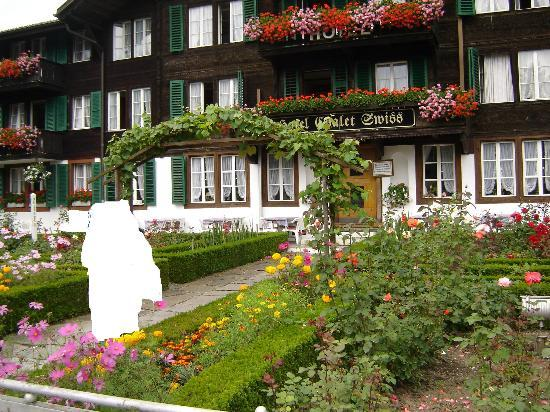 Hotel Chalet Swiss : Facade of the hotel