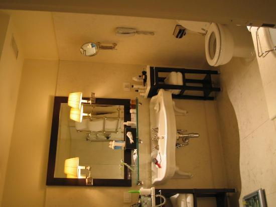 JK Place Firenze : the bathroom almost the same size as the bedroom!