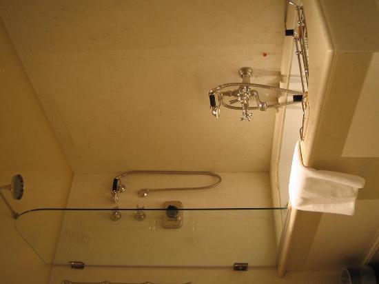 JK Place Firenze : soaking tub/shower