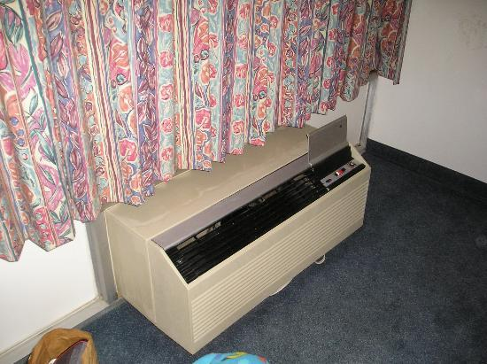 Motel 6 Paducah: interior heater - note stain on wall