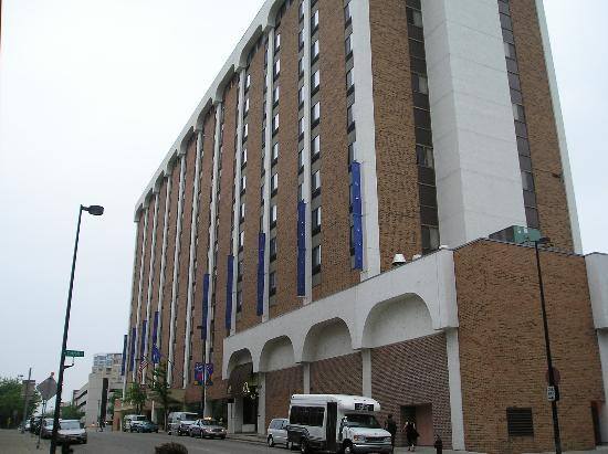 Madison Concourse Hotel and Governor's Club: exterior north, main entrance