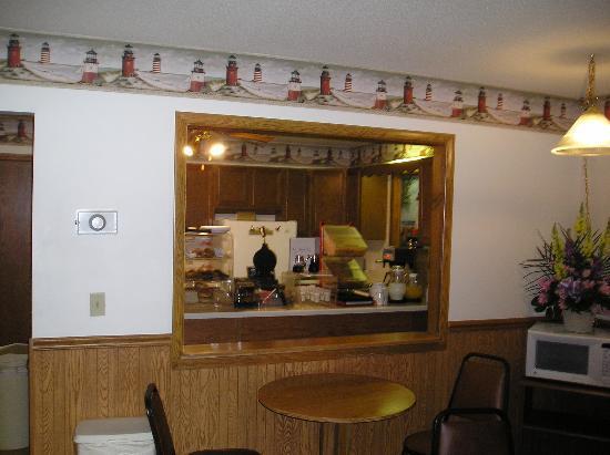 Econo Lodge: Continential Breakfast