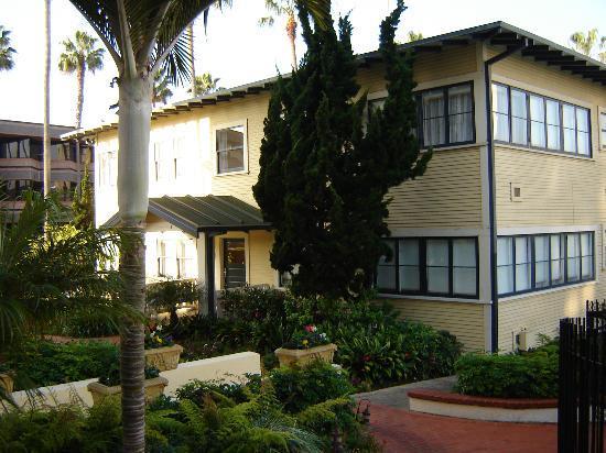 Grande Colonial La Jolla: Building Housing the Suites