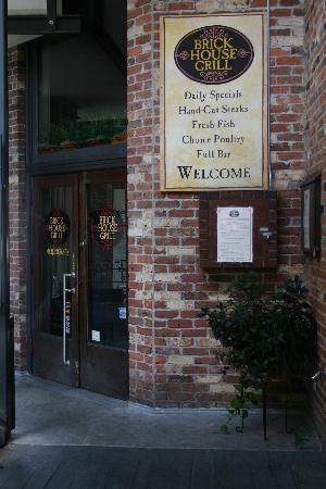 Brick House Grill: Front Door View