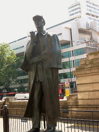 Sherlock Holmes Museum: Sherlock @ Baker Street Station
