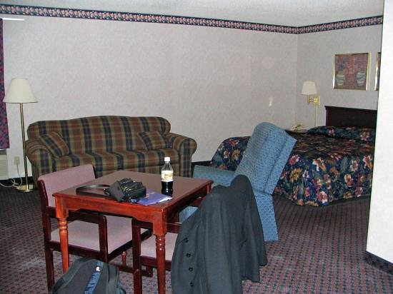Baymont Inn & Suites Morton: King Suite