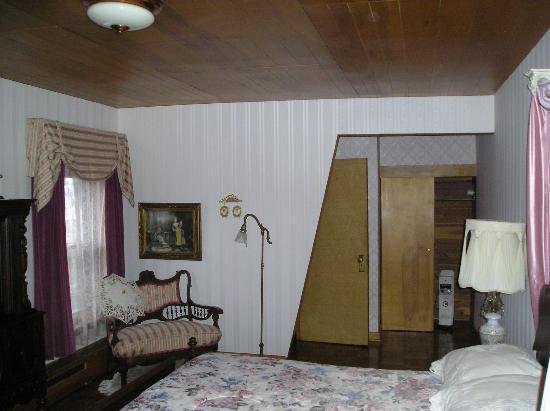 Escanaba, MI: Room: note space heater in closet