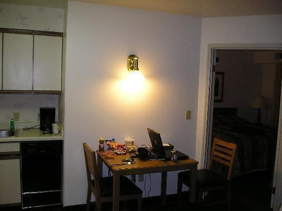 ريزيدنس إن لانسينج ويست: Interior Room