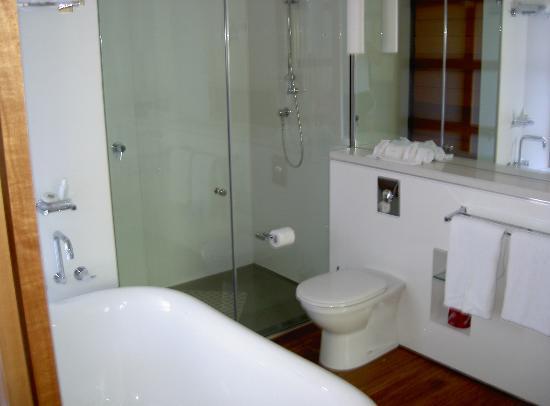 The Byron at Byron Resort & Spa: bathroom