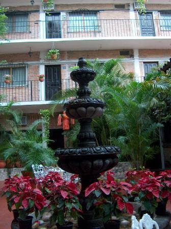 Hotel Posada de Roger: Posada De Roger courtyard