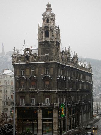 Leo Panzio Hotel: View from hotel window 2