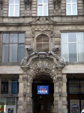 Leo Panzio Hotel: Hotel entrance