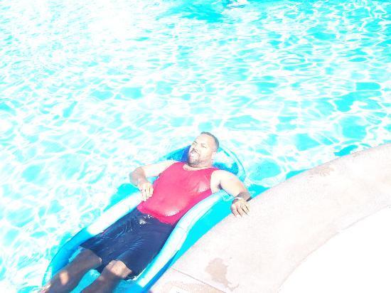 Waterside by Spinnaker Resorts: Hubby floating away