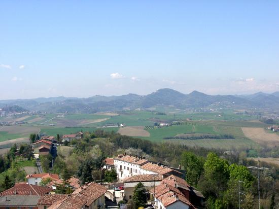 Piémont, Italie : Piece, vineyards and the mountains