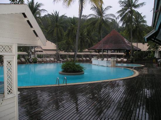 โรงแรมเคปพันวา: One of the swimming pools