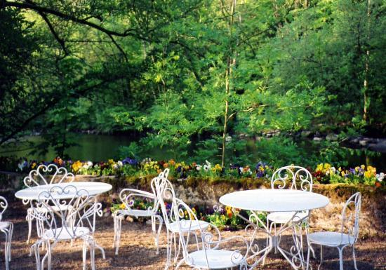 Pontaubert, Франция: Breakfast garden