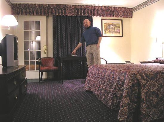 Dalton Inn: Me in one of their standard rooms