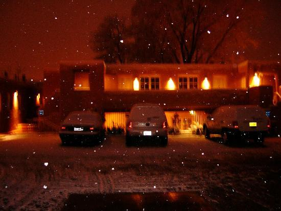 Worldmark Santa Fe: The Casa Pueblo Inn one snowy night