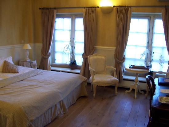 Hotel De Tuilerieen: Lovely room overlooking canal