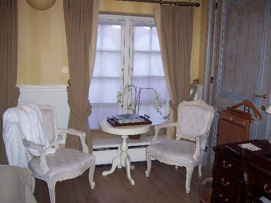 Hotel De Tuilerieen: Never got to sit and relax in these chairs!