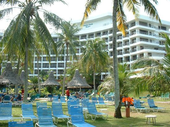 Golden Sands Resort by Shangri-La : Shot from the gardens