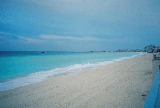 Crown Paradise Club Cancun: early morning beach shot