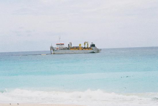 Crown Paradise Club Cancun: The sand sucker ship