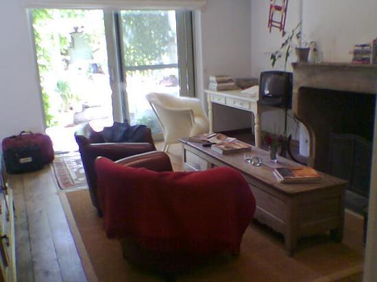 Number 11 Exclusive Guesthouse: Private Sitting Room with log fireplace, books & small kitchen