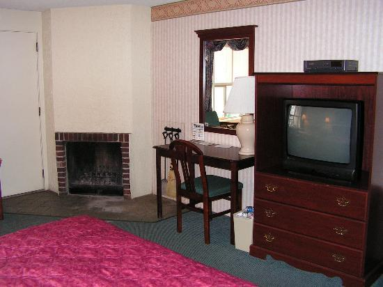 Rocky Waters Motor Inn: Inside the room