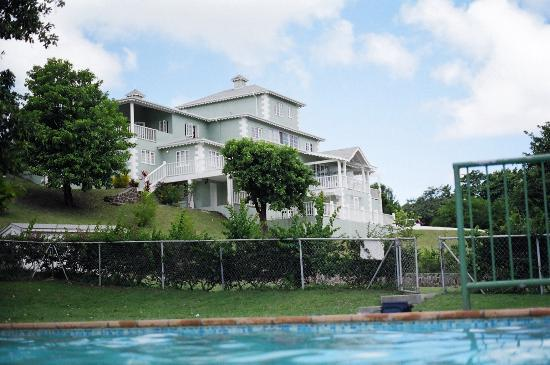 Gateway Villas: view from the pool at main buidling