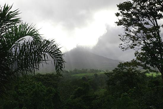 Lost Iguana Resort & Spa: view from room, Areanal Volcano