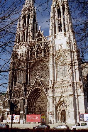 Wien, Østerrike: Votivkirche undergoing some cleaning in 2003