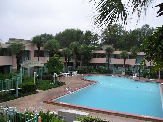 Red Lion Hotel Orlando - Kissimmee Maingate : Pool #2 during Wilma