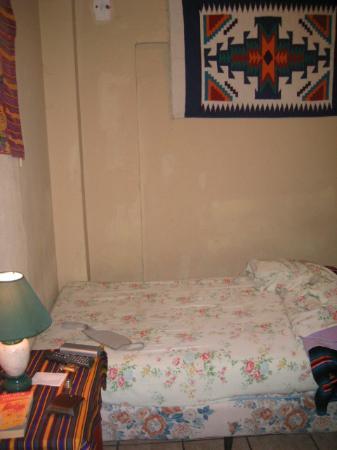 Posada Landivar: The bed