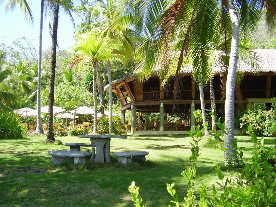 Ylang Ylang Beach Resort: Restaurant/Bar at Ylang-Ylang