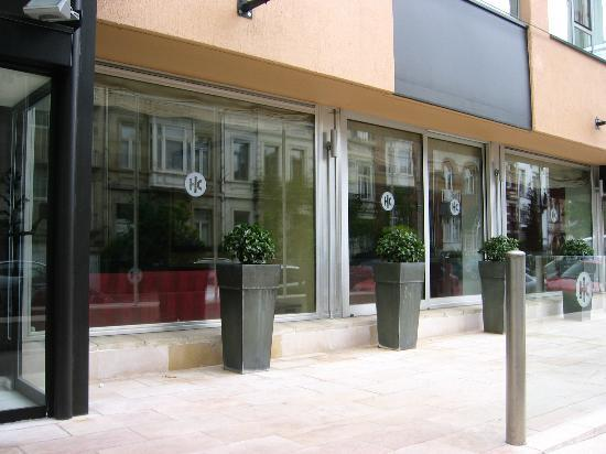 Hotel Catalonia Brussels: Outside/main entrance