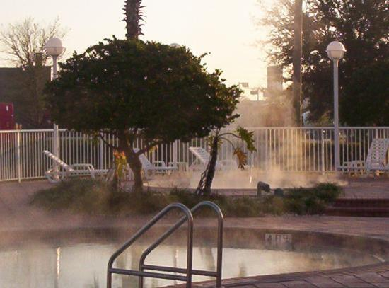 Clarion Suites Maingate: pool in the morning