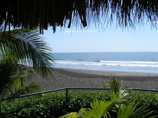 Playa Hermosa, Kosta Rika: The view from our back deck.