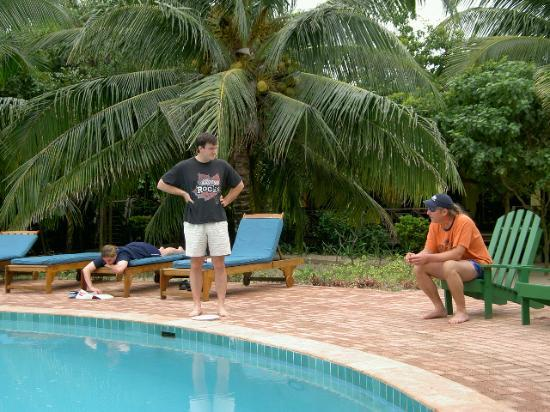 Hamanasi Adventure and Dive Resort: Relaxing around the pool