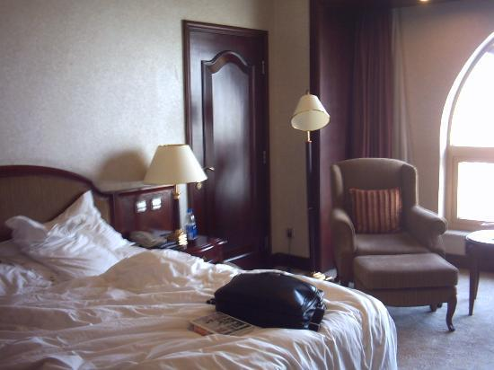 News Plaza Hotel: room interior