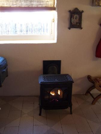Buffalo Gal Bunkhouse: fireplace